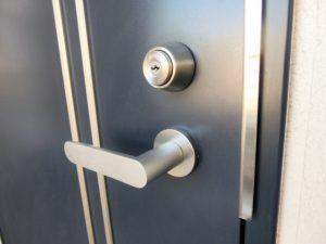 家のドア鍵